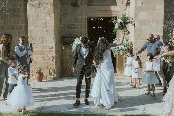modern-romantic-wedding-white-hues_18