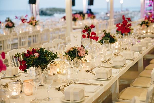 Στολισμος δεξιωσης με φρεσκα λουλουδια και κερακια