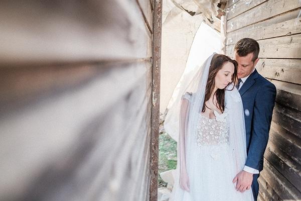 Ρουστίκ γάμος με μωβ αποχρώσεις και παραδοσιακά στοιχεία | Γεωργία & Δημοσθένης