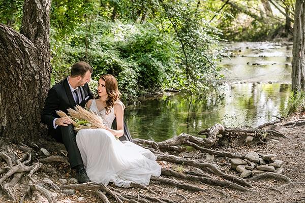 Καλοκαιρινός γάμος με άνθη και γεωμετρικές πινελιές | Λυδία & Ευάνθης
