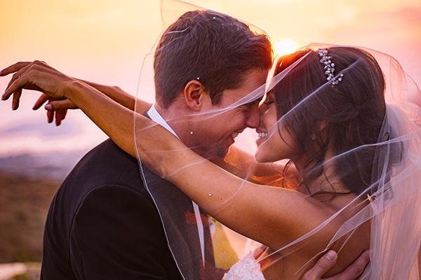 Ρομαντικός γάμος με χρυσές και peach λεπτομέρειες │ Ουρανία & Jack