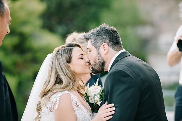 Ρομαντικός γάμος με λευκά άνθη | Χριστίνα & Φρατζέσκος