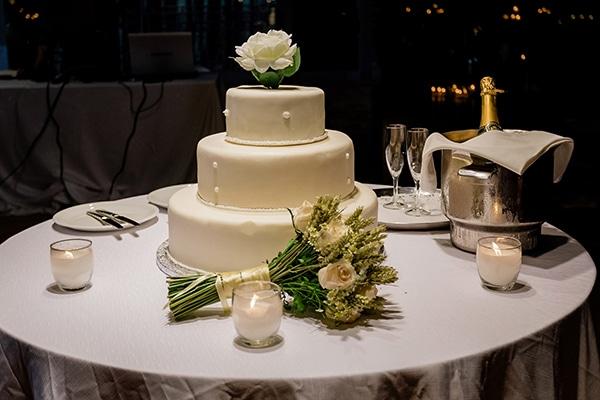 Τούρτα γάμου με πέρλες