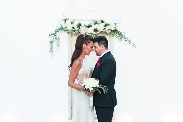 Πανέμορφος καλοκαιρινός γάμος σε λευκές αποχρώσεις
