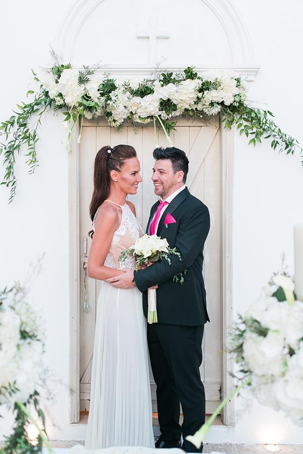 Πρασιναδα και λευκες καλλες για εναν ρομαντικο γαμο