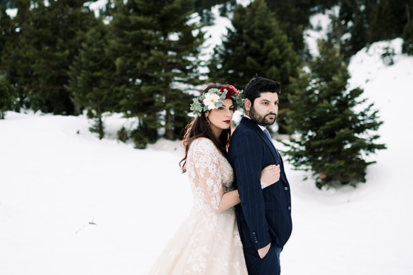 Χριστουγεννιατικος γαμος σε αποχρωσεις του μπορντο και του χρυσου | Ολγα & Δημητρης