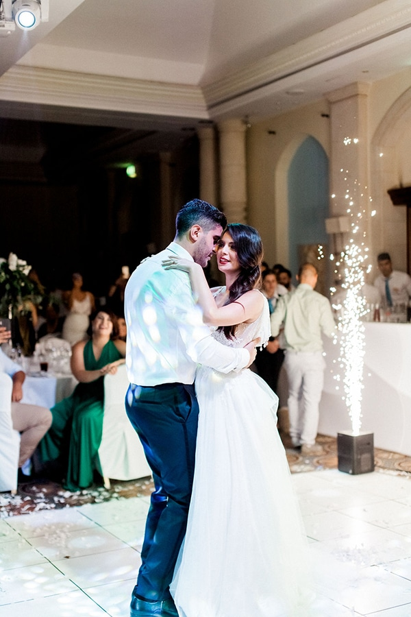 elegant-romantic-wedding-white-hues_41