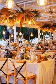 Boho διακοσμηση δεξιωσης με κρεμαστες και επιτραπεζιες συνθεσεις απο dried flowers