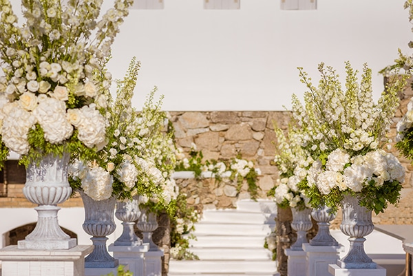 impressive-wedding-white-flowers-mykonos_10