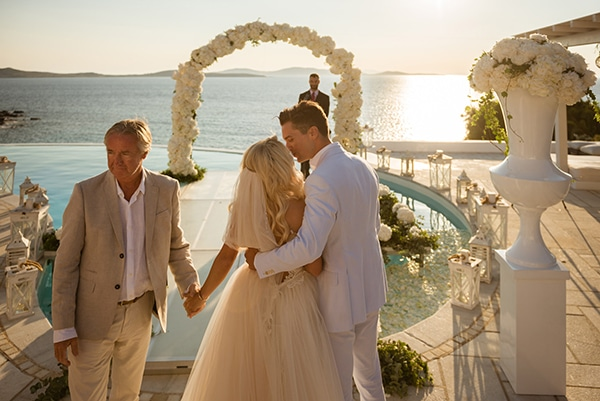 impressive-wedding-white-flowers-mykonos_13