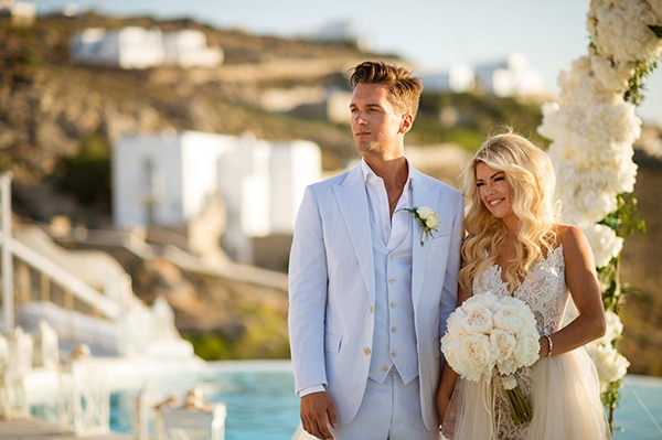impressive-wedding-white-flowers-mykonos_14