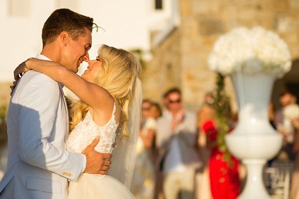 impressive-wedding-white-flowers-mykonos_16