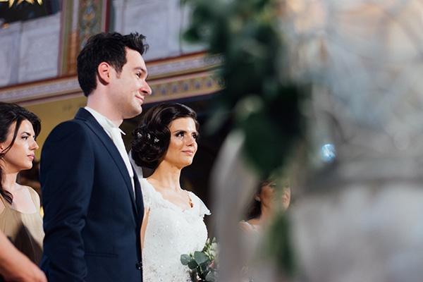 Ρομαντικός καλοκαιρινός γάμος με λευκές και χρυσές λεπτομέρειες