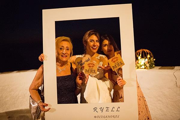 romantic-wedding-beautiful-folegandros_33X
