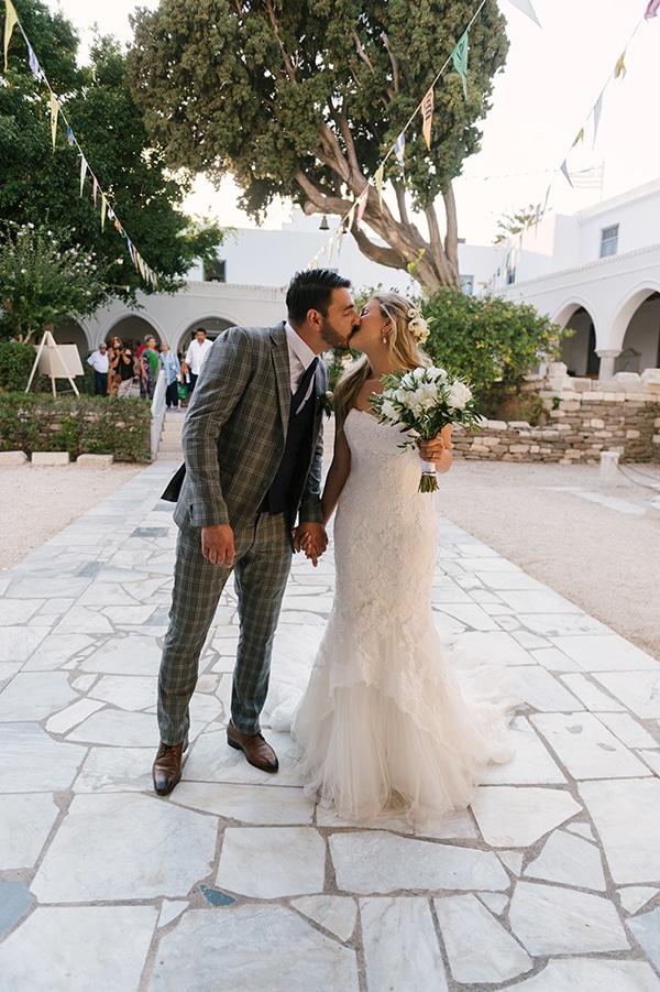 romantic-wedding-island-white-flowers_17