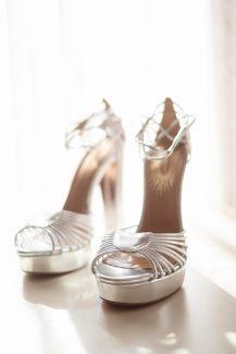 Ασημί νυφικά παπούτσια