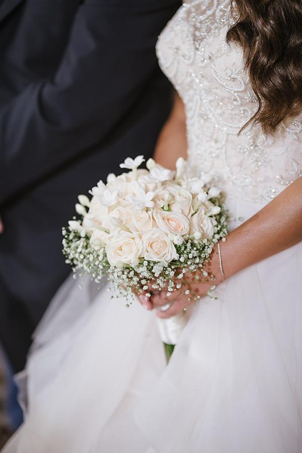 Ρομαντικη νυφικη ανθοδεσμη απο τριανταφυλλα σε συνδυασμο με baby breath