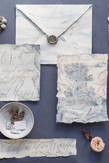 Προσκλητήρια γάμου με μπλε λεπτομέρειες
