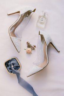 Chic νυφικά παπούτσια με ασημί glitter