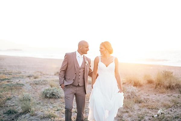 Όμορφος γάμος σε παραλία στην Κρήτη
