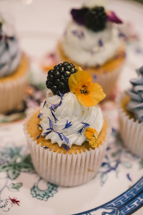 unique-sweet-creations-edible-flowers_09