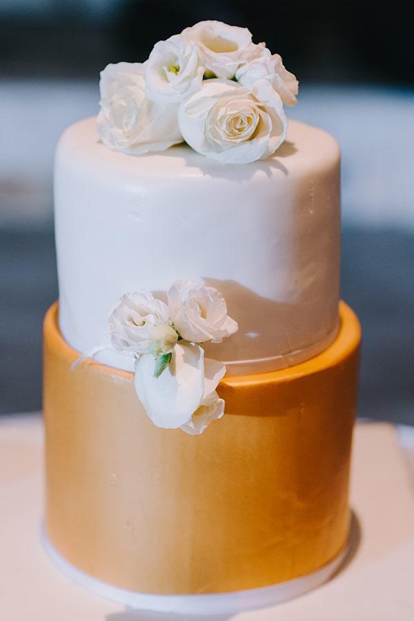 Τούρτα γάμου σε λευκό και χρυσό χρώμα