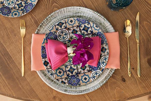 Πανέμορφη ιδέα διακόσμησης για τα τραπέζια της δεξίωσης