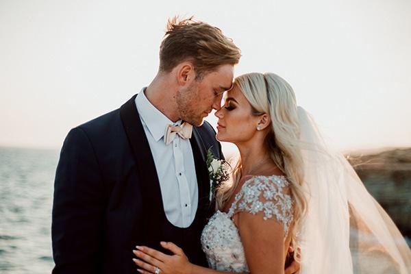 Πανέμορφος ρομαντικός γάμος σε λευκές αποχρώσεις στην Κύπρο