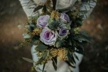 Ρομαντικη και ιδιαιτερη νυφικη ανθοδεσμη