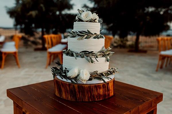 Τούρτα γάμου με φύλλα ελιάς
