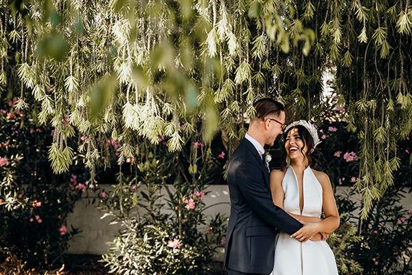 beautiful-beach-wedding-white-green-hues_43