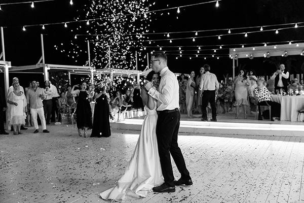 beautiful-beach-wedding-white-green-hues_50