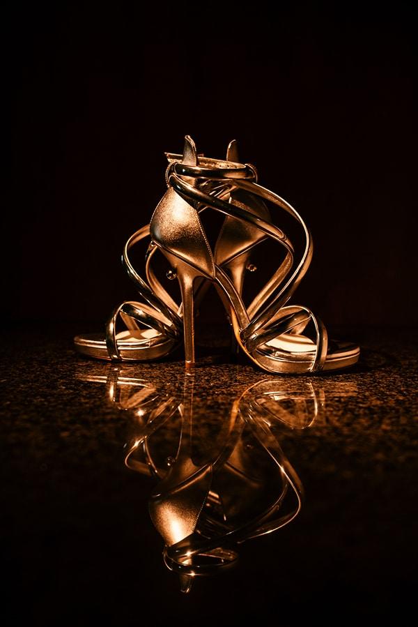 Χρυσά νυφικά πέδιλα