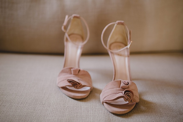 Νυφικά παπούτσια σε ροζ χρώμα