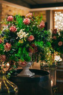 Στολισμος δεξιωσης με μπουκετα λουλουδιων