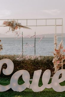 Πανεμορφη μεταλλικη κατασκευη διακοσμημενη με pampass grass