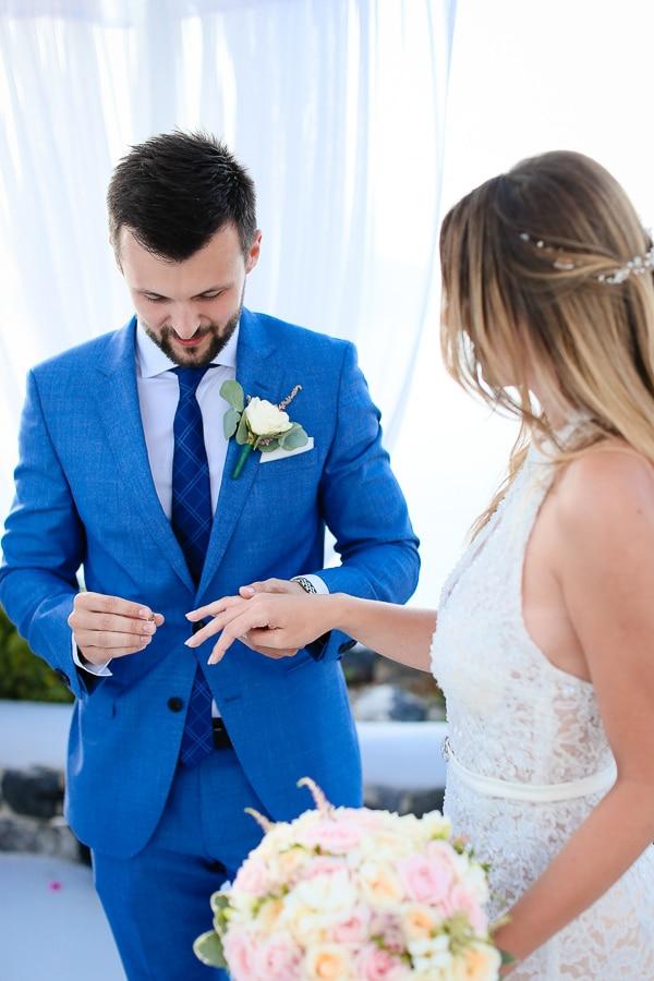 romantic-summer-wedding-idyllic-santorini_17