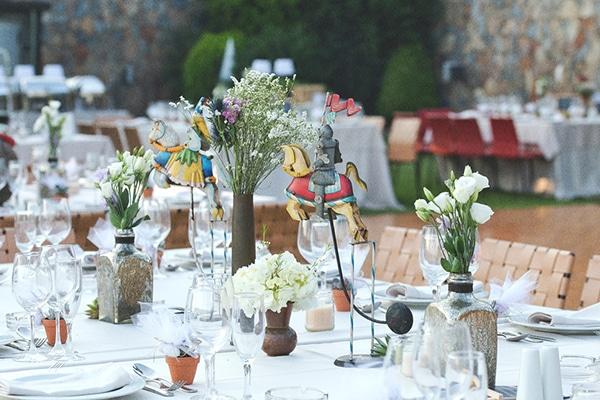 Στολισμος δεξιωσης με μικρα μπουκετακια λουλουδιων
