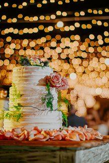 Πανεμορφη τουρτα γαμου
