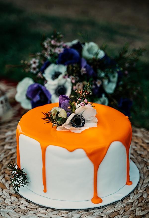 Ιδιαίτερη τούρτα γάμου με λουλούδια