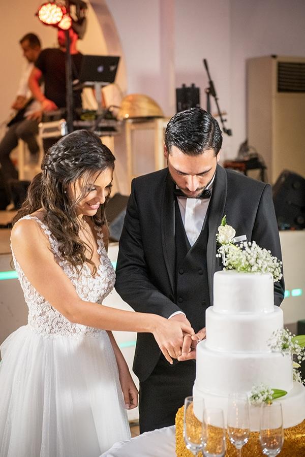 Τούρτα γάμου διακοσμημένη με ανθάκια