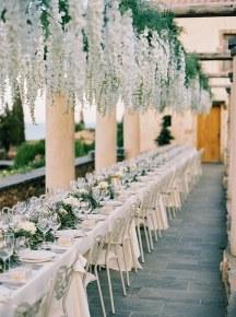 Πανεμορφος στολισμος με κρεμαστα λουλουδια