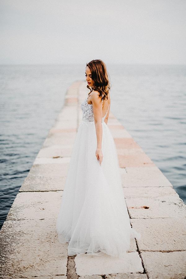 gorgeous-fall-wedding-corfu-blue-white-details_03x