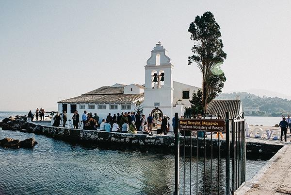 gorgeous-fall-wedding-corfu-blue-white-details_04