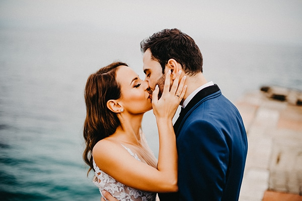 gorgeous-fall-wedding-corfu-blue-white-details_13