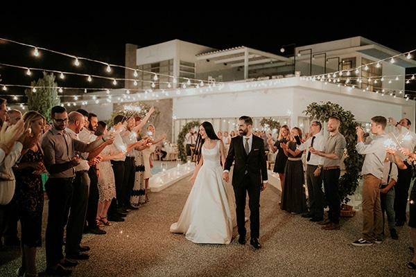 Πώς να κάνετε μια εντυπωσιακή είσοδο στο γάμο σας