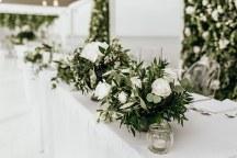 Ρομαντικος στολισμος διακοσμησης με λουλουδια και κερια