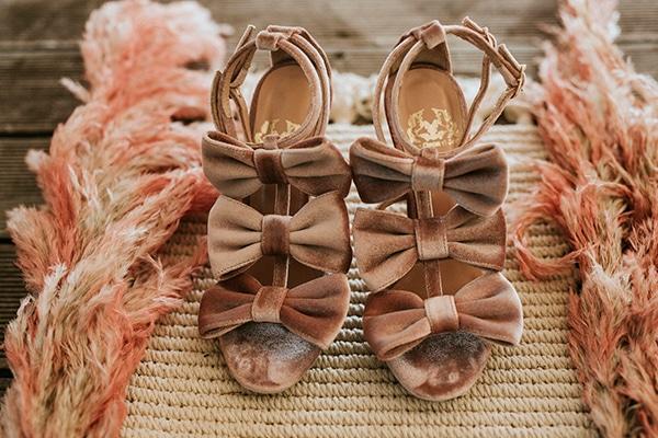 Νυφικά σουέτ παπούτσια