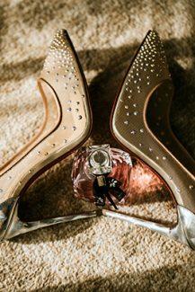 Μοντέρνα νυφικά παπούτσια με στρας