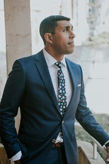 Κοστούμι γαμπρύ σε μπλε απόχρωση